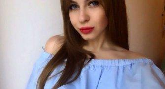 Ariana ve Lolita isimli iki Rus internet üzerinden bekaretlerini satıyorlar.